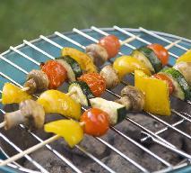 Szaszłyki z warzyw: pomysł na warzywa z grilla