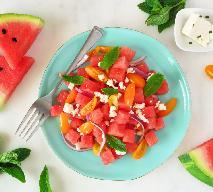 Pomidorowa sałatka z arbuzem i serem feta: soczysta i świeża