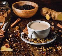 Herbata na mleku z cynamonem i kardamonem [przepis]