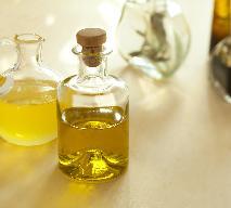 Oleje i oliwy aromatyzowane: jak zrobić w domu olej smakowy?