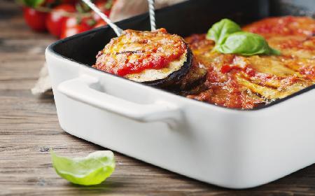 Bakłażan zapiekany w pomidorach i mozzarelli z menu beszamel
