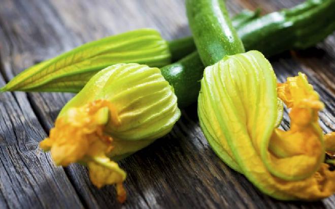 Kwiaty cukinii z szynką - sprawdzony przepis na oryginalne danie