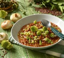 Pikantna zupa z soczewicy i kalafiora romanesco