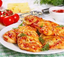 Przepyszne fileciki z piersi kurczaka zapiekane ze świeżymi pomidorami i serem