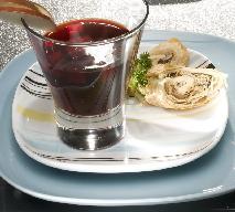 Barszcz czerwony z kulebiakiem: przepis na danie wigilijne