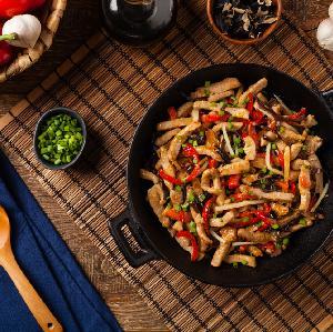 Łopatka duszona z papryką i selerem - pyszny obiad dla rodziny w 30 minut