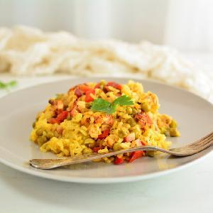 Tak łatwe, tak pyszne: ryż zapiekany z szynką, groszkiem i papryką