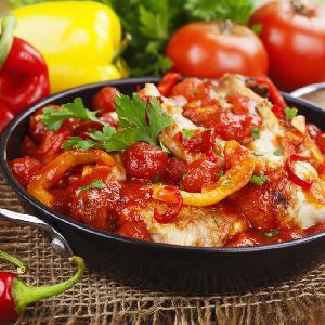 Kurczak pieczony po bałkańsku w sosie paprykowo-grzybowym