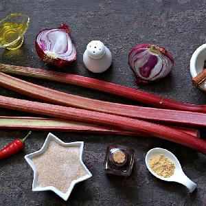 Chutney rabarbarowy - dobry przepis na pyszny sos z rabarbaru
