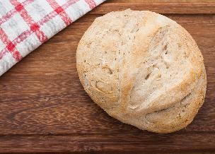 Wegański chleb na drożdżach: chrupiący i puszysty
