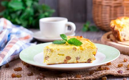 Lwowski sernik z rodzynkami: obłędny deser dla opornych
