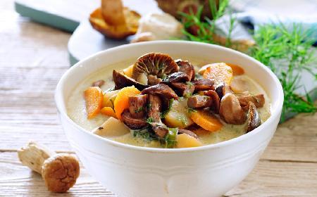 Rydzowa zupa: obłędnie pyszna zupa grzybowa z rydzów