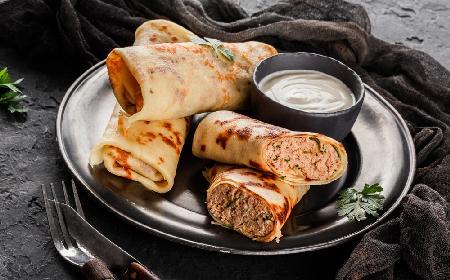 Naleśniki z mięsem z rosołu: przepis na sprytne danie obiadowe