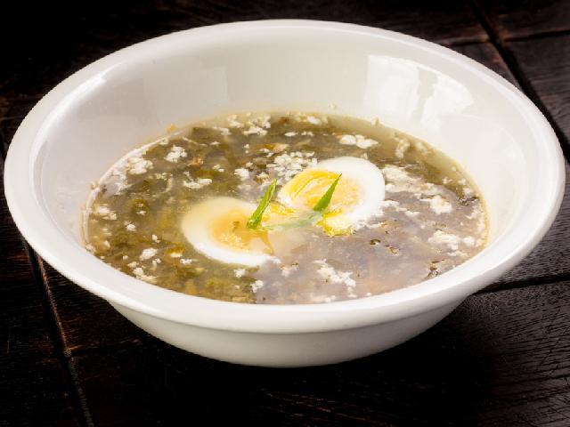 Szczawiowa z przecieru: zupa gotowa w 15 minut