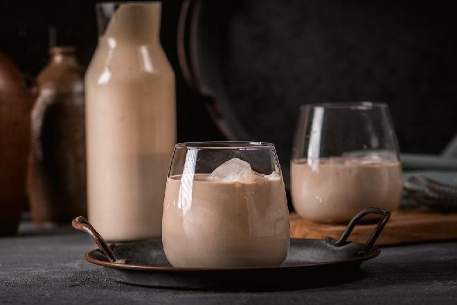 Likier czekoladowy CZARNY LAS: łatwy przepis na aromatyczny trunek z nutą wiśniowki