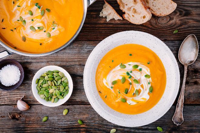 Zupa krem z pieczonej dyni: prosty przepis [WIDEO]