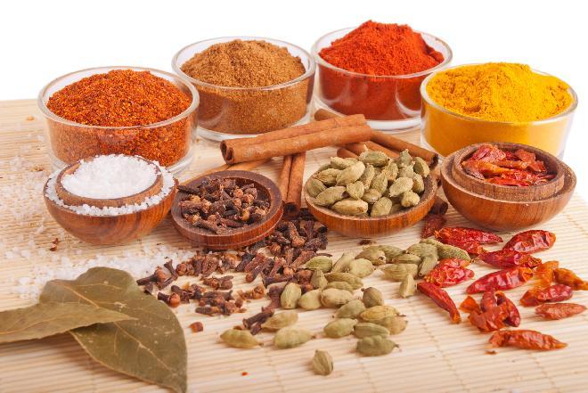 Jak przechowywać przyprawy i zioła, aby długo zachowały świeżość?