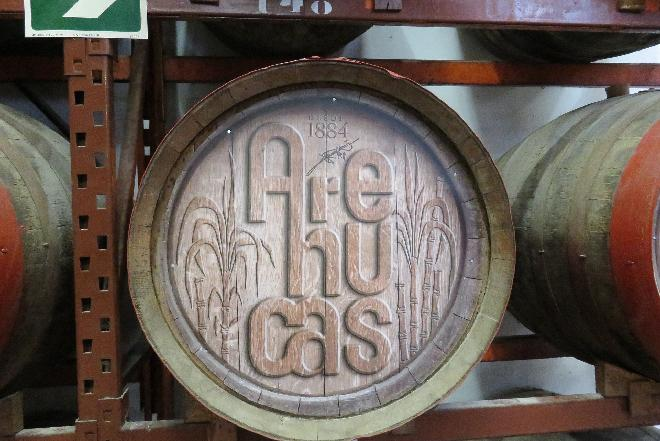 Rum: czym charakteryzuje się słynny alkohol z trzciny cukrowej